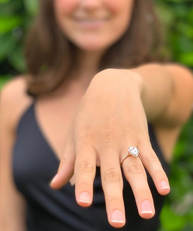 The Perfect fit - Rose Gold Halo Ring with Pear Center Diamond